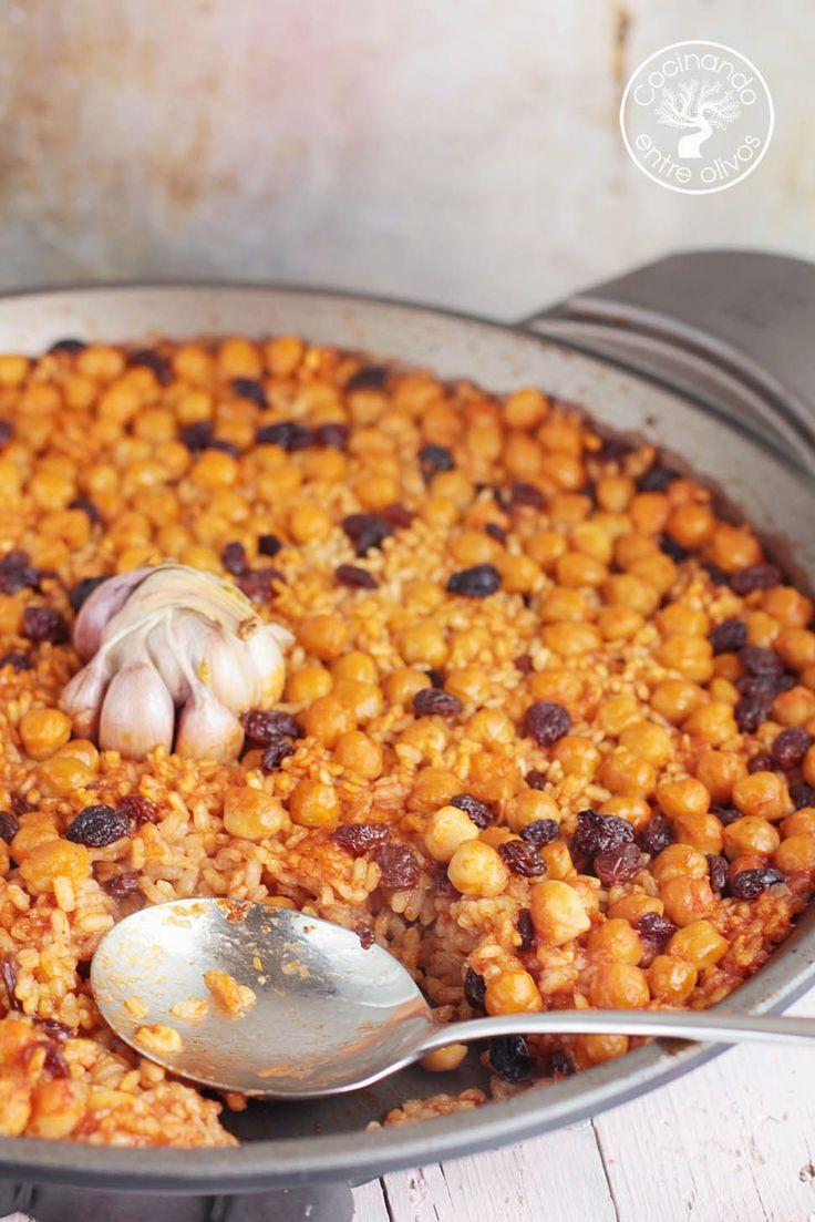 Cocinando entre Olivos: Arroz al horno con garbanzos y pasas. Recetas paso a paso.