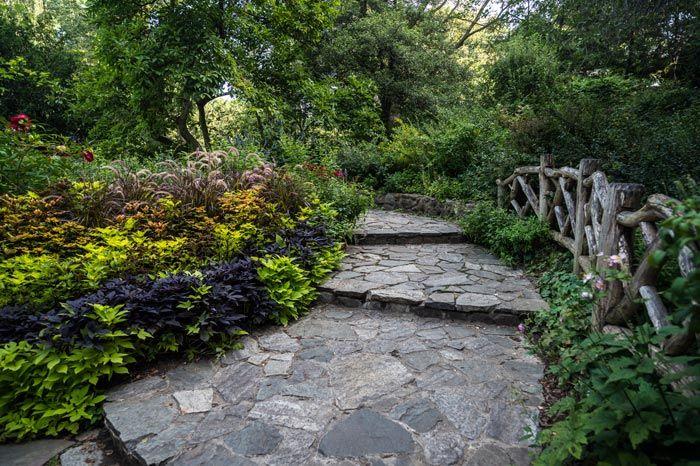 シェイクスピアの作品に出てくる花や植物がいくつも植えてある庭園。セントラルパークの魅力