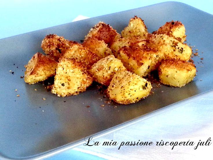 Patate impanate al forno un contorno facile è goloso,le patate impanate fatte con la mollica abbrustolita in padella parmigiano,aglio,prezzemolo pepe è noce