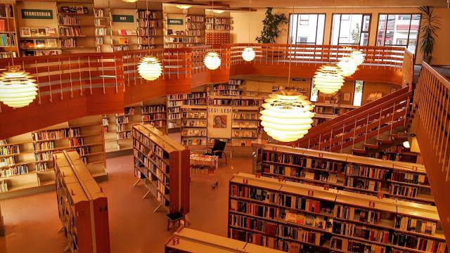 Good Pieces In Life: Kirjasto ja pizzapullaa - Library and pizza bun