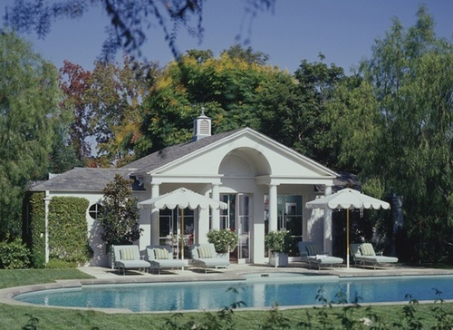 Absolutely picture perfect, old school pool and poolhouse by Ferguson & Shamamian out in Beverly Hills. I love the vintage Hollywood feel of this space, especially the ivy covered walls and scalloped umbrellas.