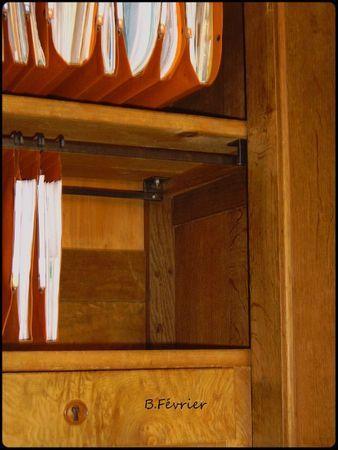 Mettre des dossiers suspendus dans une armoire : tutoriel pour l'installation de rails DIY