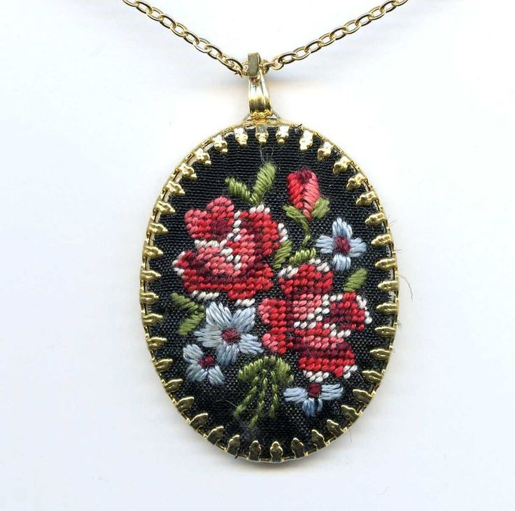 Vtg 1970s Floral Petit Point Needlepoint Oval Pendant Necklace Gold Tone #NotSigned #Pendant