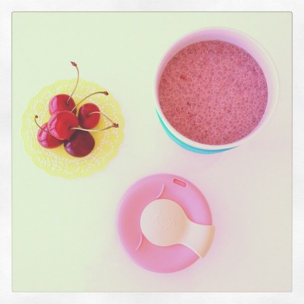 Chocolate and cherry smoothie by SemplicementePepeRosa, via Flickr