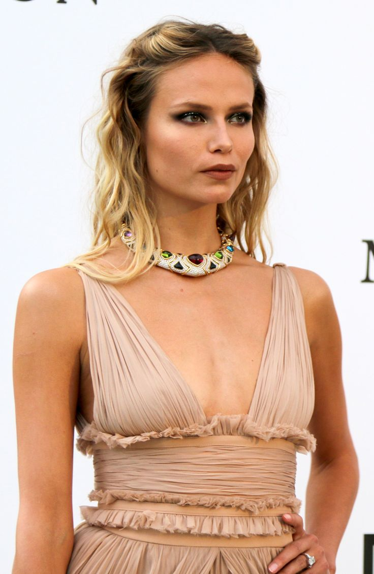 Model Natasha Poly wore a vintage Bulgari cuff necklace from 1988 in gold with amethysts, red tourmalines, peridots, citrines and diamonds. She looked Grecian in her flowing chiffon champagne coloured dress with plunging neckline and beach waved hair. At the amFAR Gala. For glamour celebrity fashion, Cannes Film Festival and red carpet jewellery spotting travel here: http://www.thejewelleryeditor.com/jewellery/top-5/cannes-film-festival-amfar-gala-2017-red-carpet-jewellery/ #jewelry