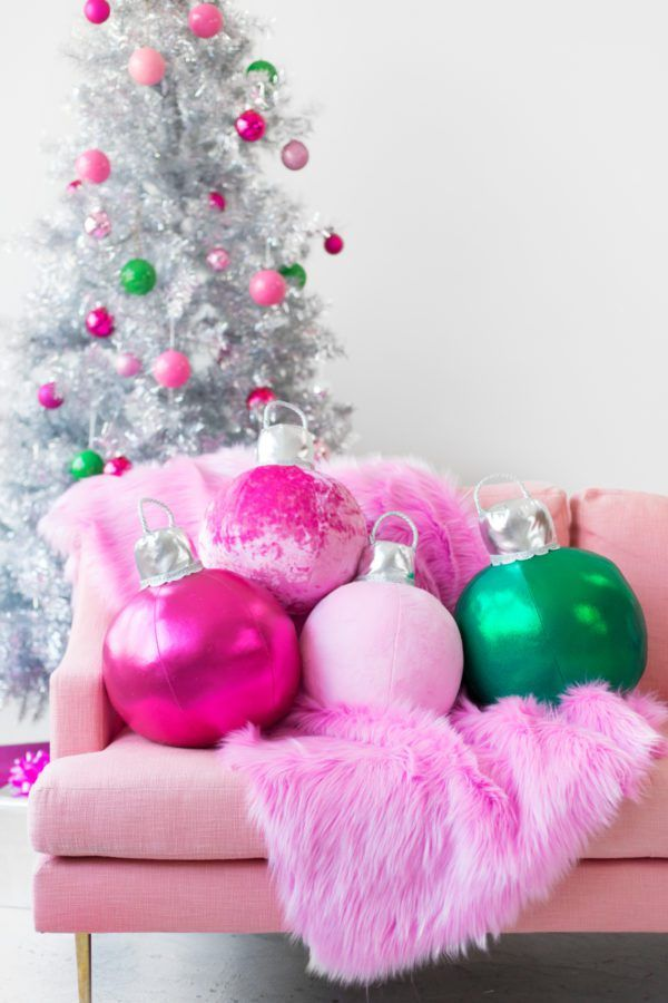 I might have squealed out loud when this photo came up in my reader. Giant plush Christmas ornament pillows! For real! Kelly from Studio DIY has a free pattern and tutorial for making them. They…