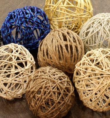 Easy DIY yarn ball Christmas ornament - yarn snowballs // Egyszerű fonalgömbök - téli dekoráció fonalból // Mindy - craft tutorial collection // #crafts #DIY #craftTutorial #tutorial
