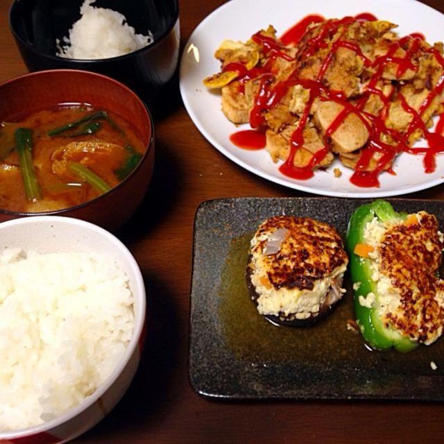 今日の晩御飯です^ ^ - 2件のもぐもぐ - 鳥肉のカレーピカタ、しいたけとピーマンの豆腐詰め、小松菜の味噌汁、しらすの大根おろしのせ by otochiii