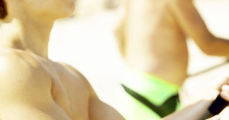 Como fazer iscas para água salgada. Uma variedade de iscas de água salgada são usadas para atrair peixes como o linguado, anchova, badejo e pampo. Iscas de água salgada estão disponíveis para compra em lojas de artigos esportivos e variedades. Alguns pescadores fazem suas próprias iscas personalizadas ao invés de comprá-las. Iscas caseiras requerem o uso de apenas alguns materiais ...