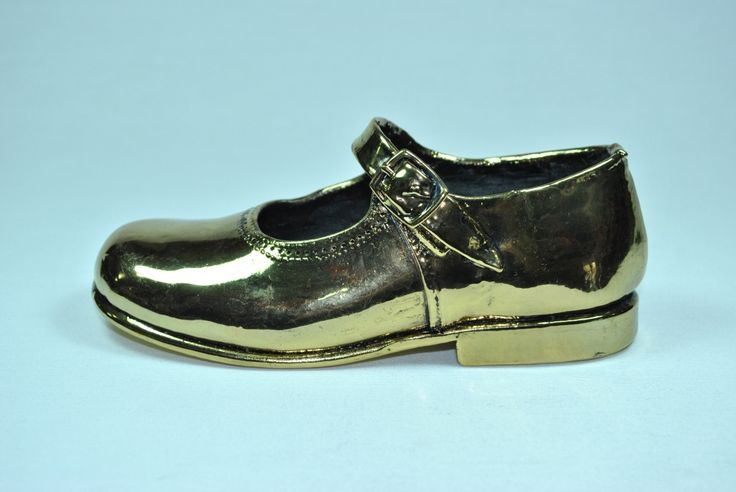 Mercedita metalizado oro. Irulea Moda infantl y lencería femenina  #irulea #donostia #sansebastian #bayfashion #modainfantil #lenceria #princesscharlotte #newroyalbaby #ropaniños #princesacarlota #zapatos #shoes
