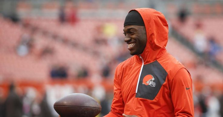 Robert Griffin III and fiancee announce birth of daughter Gloria #Sport #iNewsPhoto