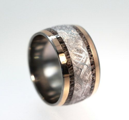 Gibeon Meteorite Ring inlaid with Deer Antler 18K Rose Gold on Titanium Wedding Band - Meteor Ring Signature Series op Etsy, 943,07€