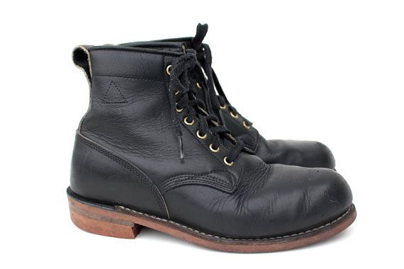Beautiful vintage 1960s/1970s Dayton Hard Toe Toughie black leather grunge, work boots made in Canada. These boots are rugged, high quality, and