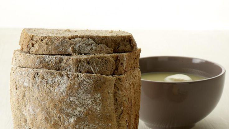 Roggebrood uit de broodbakmachine | VTM Koken