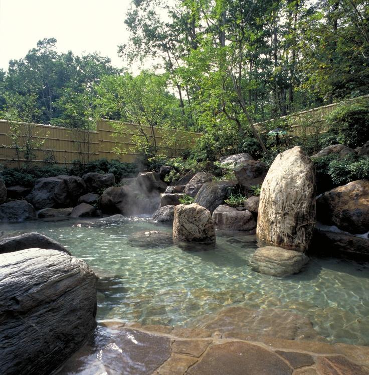 ナトリウム炭酸水塩泉の温泉は神経痛・慢性皮膚炎・健康増進などに効果があります。