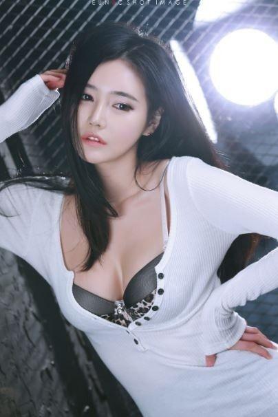 한가은(Han Ga Eun) 리샤샤(李莎莎, Li Sha Sha) 정윤(Jeong Yun) 윤애지(Yoon Aeji) 안젤라 베이비(楊穎, Angela Baby) 린지 엘링슨(Lindsay Marie Ellingson) 정채연(Jeong Chaeyeon)