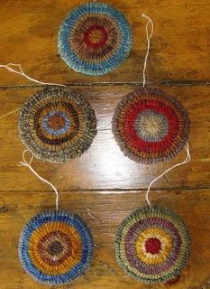 HomeSpunPrims: hooked penny rug ornaments