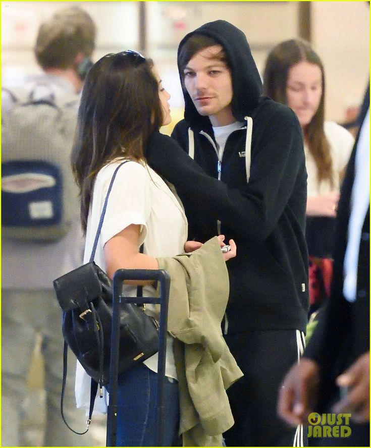 danielle campbell louis tomlinson touch down jfk 02