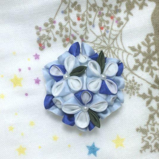 紫陽花の帯留め 薄水色【つまみ細工】