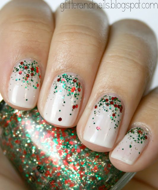 This Christmas tree inspired ombre glitter nail art is perfect for the