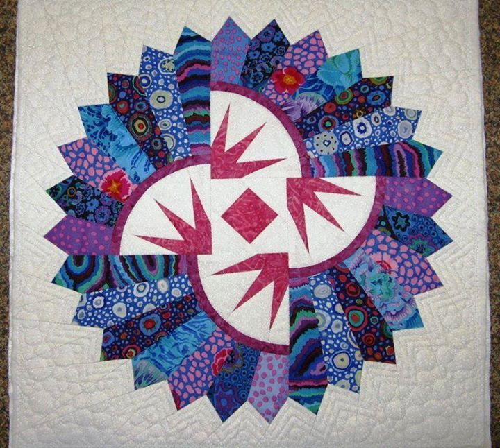 Quiltworx Dresden Plate, Quiltworx.com, Made by a student of CI Jackie Kunkel For more information on the pattern/class, click the link below:  http://www.quiltworx.com/patterns/quiltworx-dresden-plate/