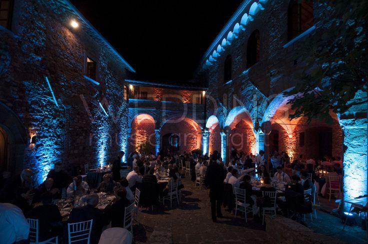 #weddinglighting #weddinglights #weddingday #wedding #stringoflights #stringlights #poolparty #discolights #truss #trussing #weddinglovebug #bridebook #bride #bridal #matrimonio #weddingplanner #uplighting #ledlighting #castello #castle #mugnana #castellodimugnana