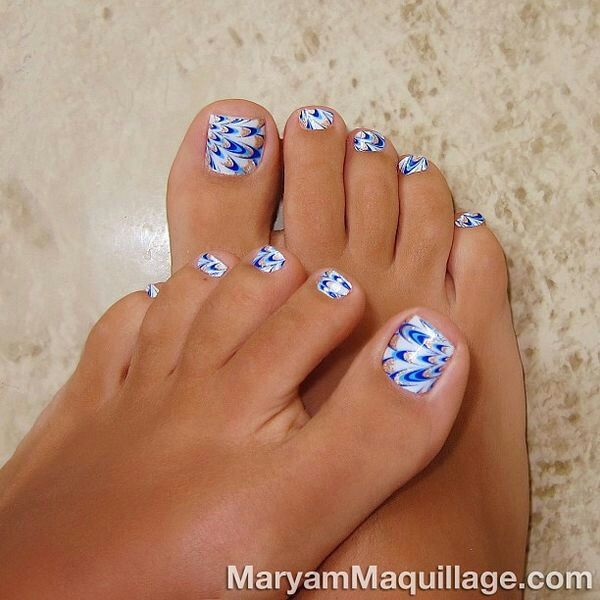 Pedicure Nail Art: White And Blue Toe Polish