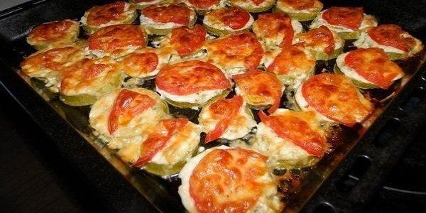 Кабачки с помидором и сыром в духовке !