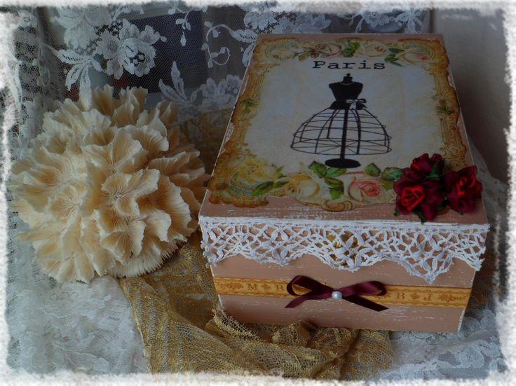 Boîte à bijoux ou boîte à couture romantique pour la fête des Mères