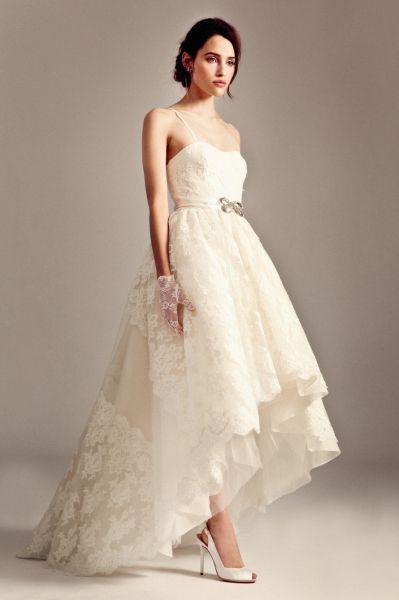 Robes de mariée courtes devant et longues derrière: un succès assuré! …