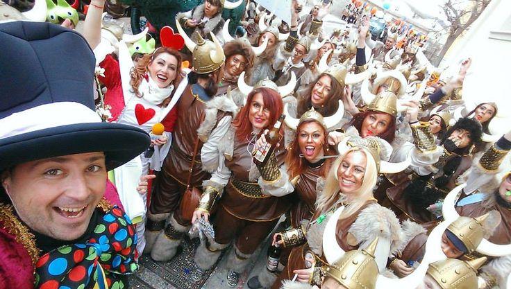 Καρναβάλι στη Σύρο.... κι άλλοι επισκέπτες στο νησί μας... αυτοί τη φορά απο μακρυά... από την Βόρεια Ευρώπη.... ήρθαν οι Βικινγκς στο νησί!!!!!!!!!!!!!!!!!!!  (φωτό Γιώργος Ρούσσος)