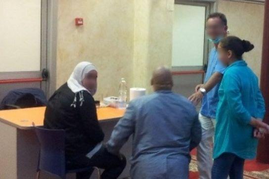 La protesta del marito musulmano: niente medici uomini per la moglie - http://www.sostenitori.info/la-protesta-del-marito-musulmano-niente-medici-uomini-la-moglie/265082