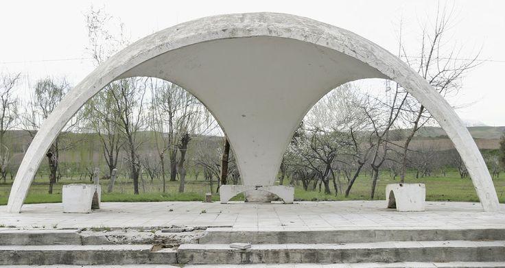 quibbll.com - Кристофер Хервиг (Christopher Herwig): Советская автобусная остановка - Таджикистан, г. Турсунзаде