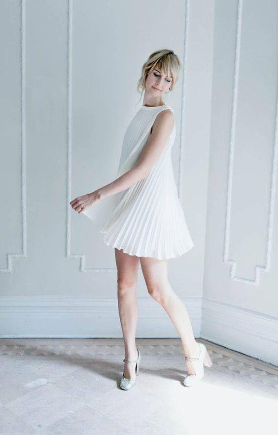 Vestidos de fiesta plisados http://cursodeorganizaciondelhogar.com/vestidos-de-fiesta-plisados/ Pleated party dresses #dresses #fashion #fashiontips #Moda #outfits #Tipsdemoda #Trends #Vestidos #Vestidosdefiestaplisados #vestidosplisados