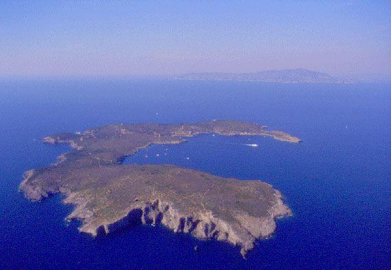 L'Isola di Giannutri vista dal satellite   #TuscanyAgriturismoGiratola