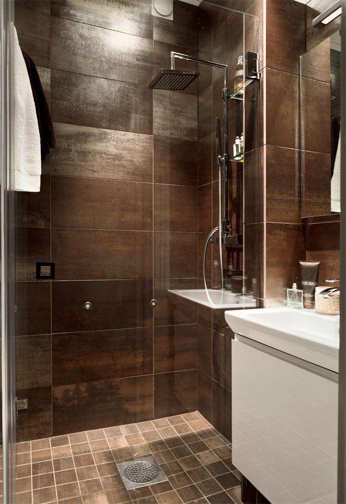 Trots att badrummet i förhållande till lägenhetens totalyta är väl tilltaget, valde Tobias att satsa...