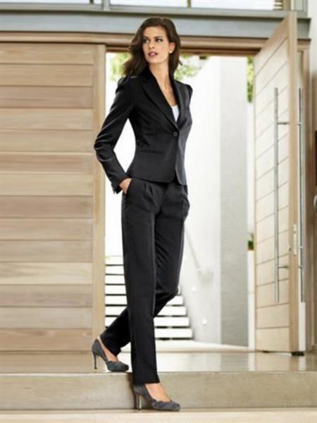 Элегантные женские классические костюмы