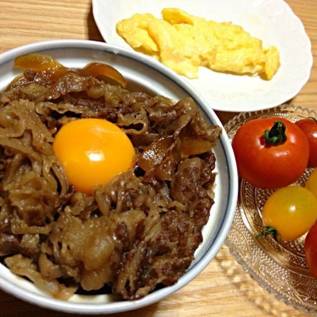 三重県名張市のお土産です。伊賀牛とってもおいしかったです。すき焼き丼みたいなかんじでした。 - 2件のもぐもぐ - 伊賀牛丼、名張のトマト、名張の卵オムレツ by pianokitty