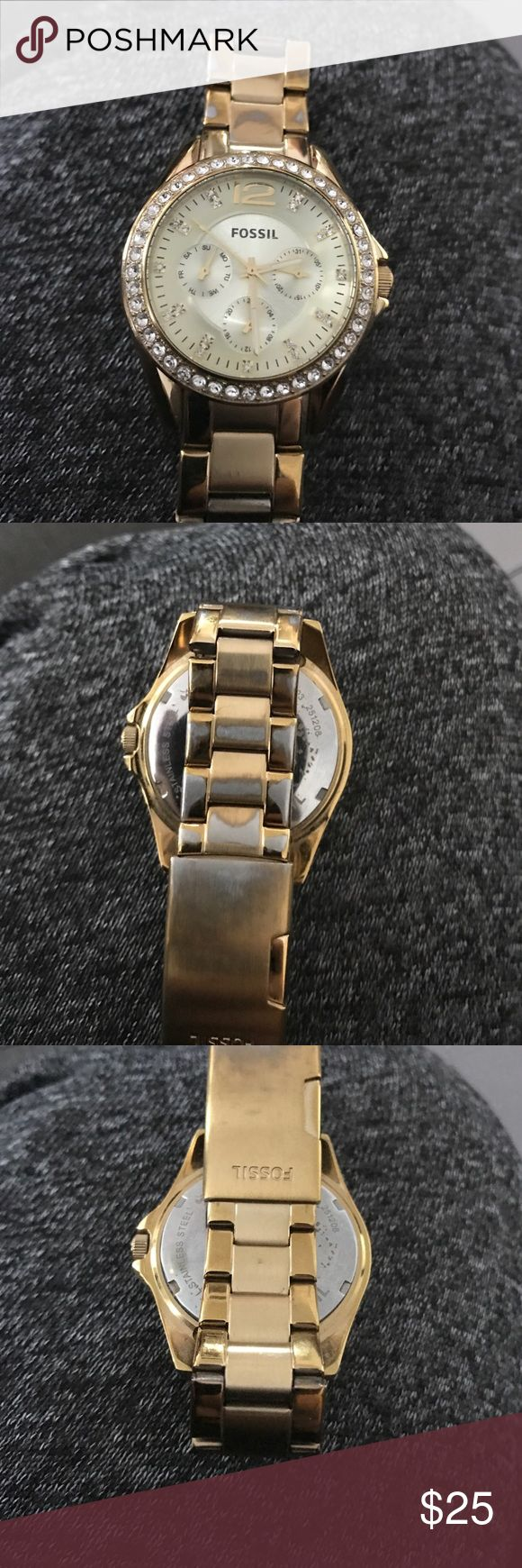Gold Fossil Watch Gold Fossil Watch. Shows signs of ware. The fact is perfect no scratches or stones missing. Half of the band does show fading of the gold tone. Fossil will replace all links for about $10 and battery for free. Needs battery. Priced to sell. Open to offers. Comes in original box Fossil Accessories Watches