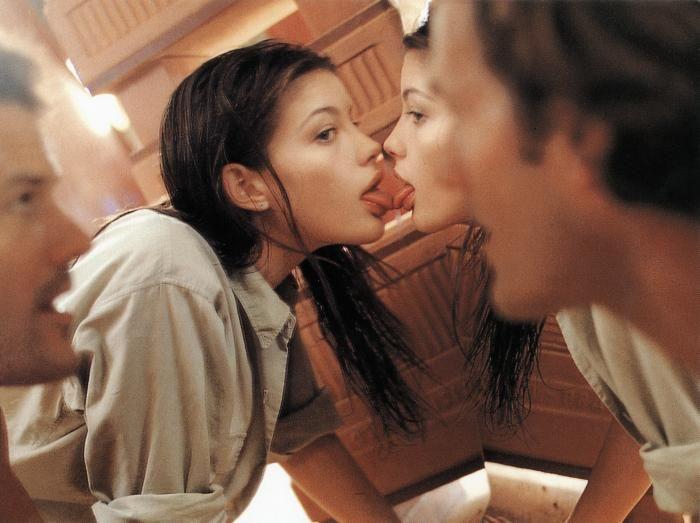 Stealing Beauty (dir. Bernardo Bertolucci, 1996).