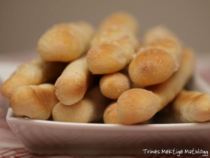 Grisini er italienske brødstenger som passer som tilbehør til all slags mat, eller alene som snacks – sammen med dip, ost, skinke, tapenade eller noe annet godt.