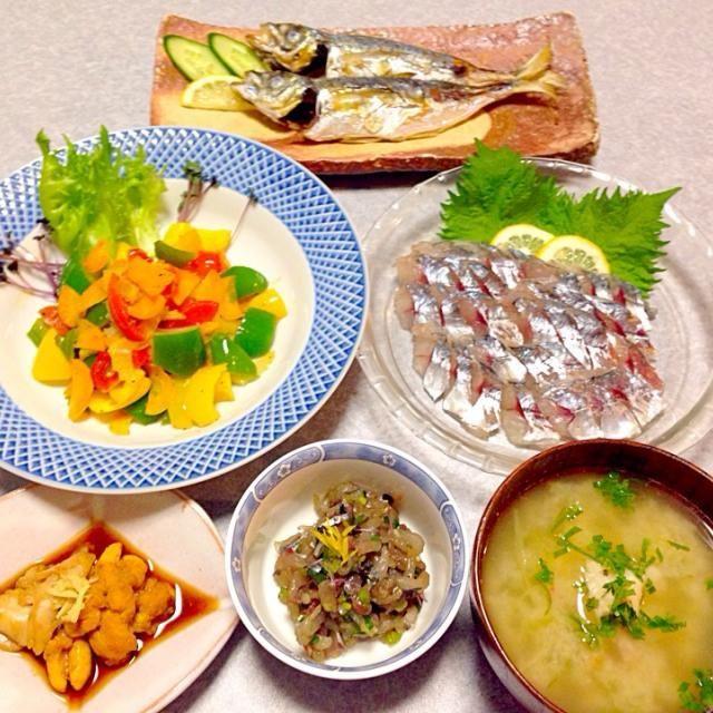 鯵の刺身、 鯵のたたき、 鯵の塩焼き、 鯵の白子と真子の煮物、 野菜炒め、 お味噌汁 です。 - 18件のもぐもぐ - 鯵の晩ご飯 by orieueki