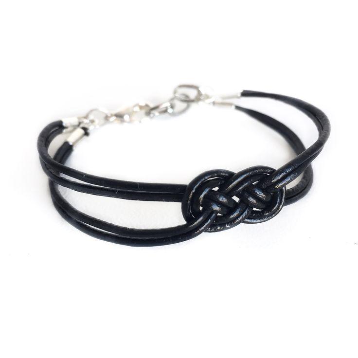 Gör ett snyggt knop-armband ✨ Det är kul att göra sina egna smycken! Jag tycker mycket om läderarmband och detta stilrena smycke har blivit min nya favorit! De