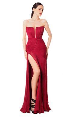 Um vestido vermelho Cristallini num estilo clássico que vai fazê-la sentir-se radiante durante toda a noite! Combine com um par de brincos para um look sofisticado.