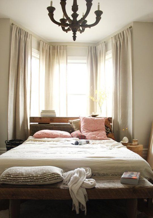 17 best ideas about bay window bedroom on pinterest bay for What to put in front of a bay window