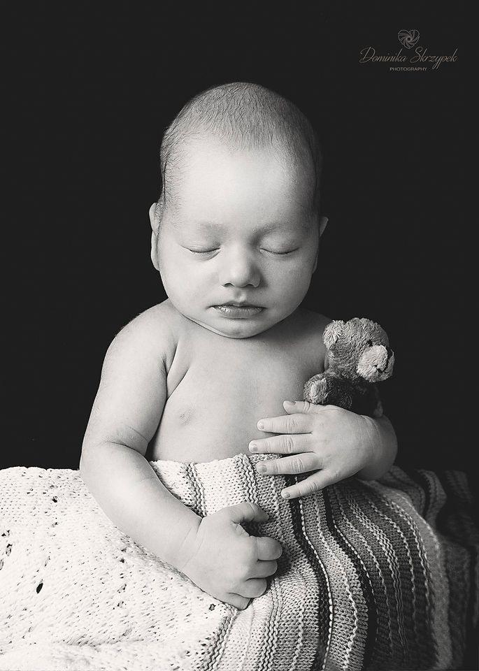 Black and White newborn baby photo idea