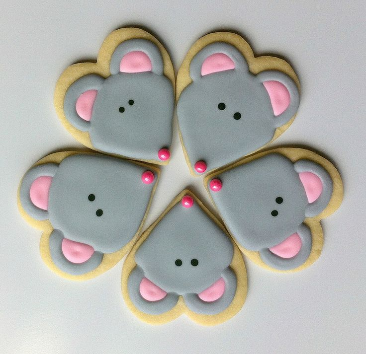 Mouse using heart-shaped cutter