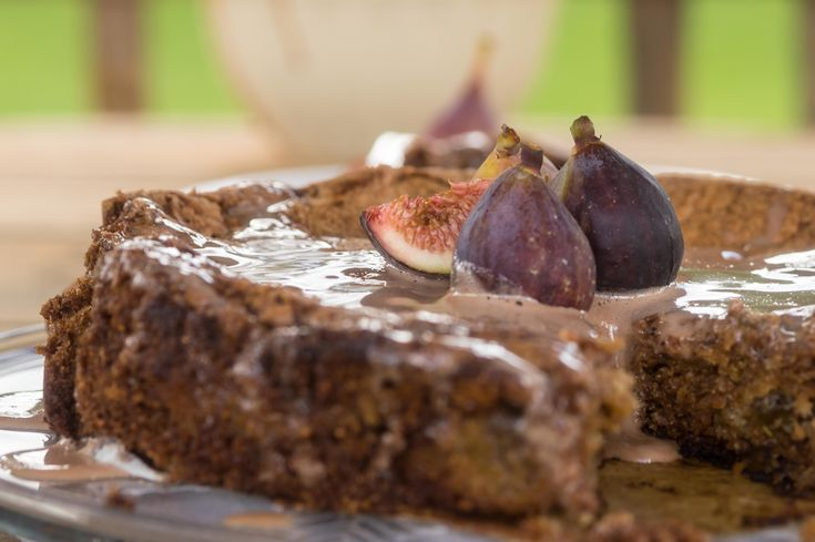Algarvian figs are out of this world. And because Portugal is a small yet connected country, I blended in our famous Tawny Port while previously roasting the figs. Then madw a glaze. What else?    Mel's Vittles