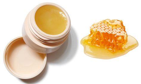 Lippenbalsem maken met honing is niet alleen goed voor je lippen, het smaakt ook nog eens goed. Maak daarom je eigen lippenbalsem met honing.
