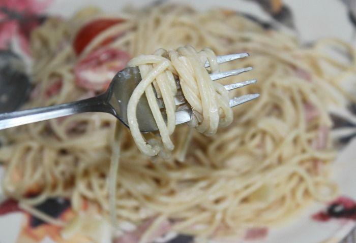 espaguetis en salsa blanca